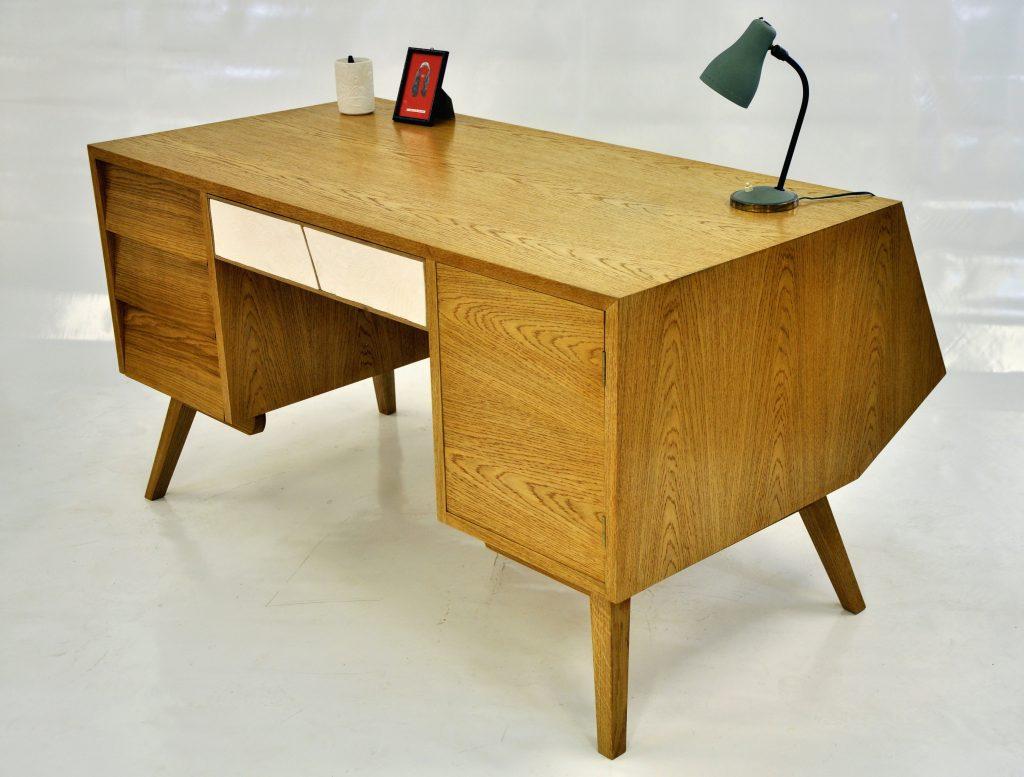 Bureau de la femme à la bûche en chêne et placage chêne avec un tiroir en céramique.