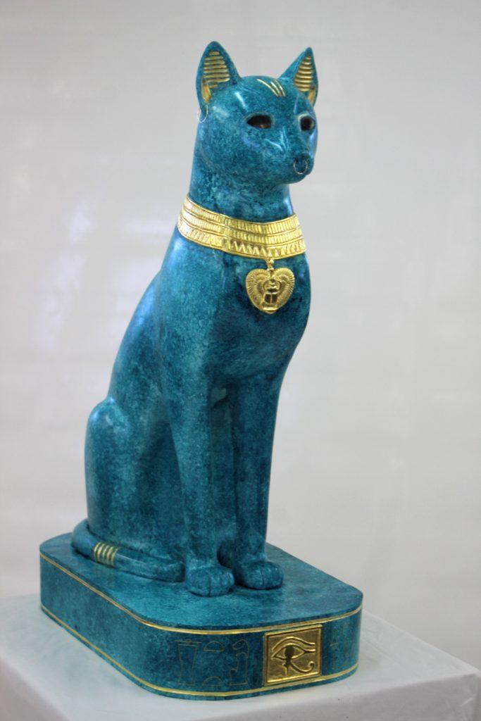 Bastet - Ronde bosse inspiration égyptienne en tilleul polychrome dorée dim 880x580x370