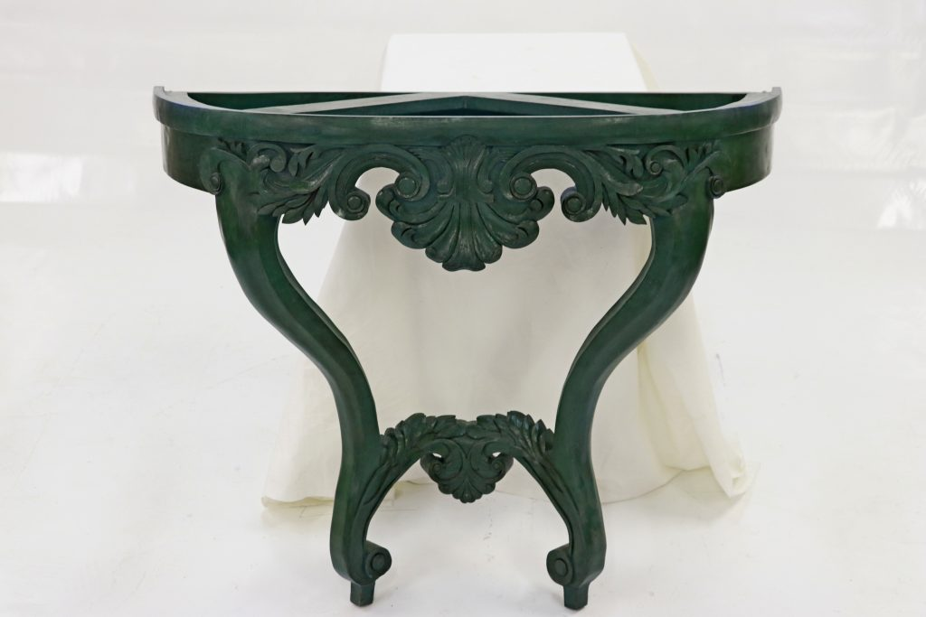 Console 2 pieds, sculptée, Louis XV revisité en noyer et verre dim 1000x830x400
