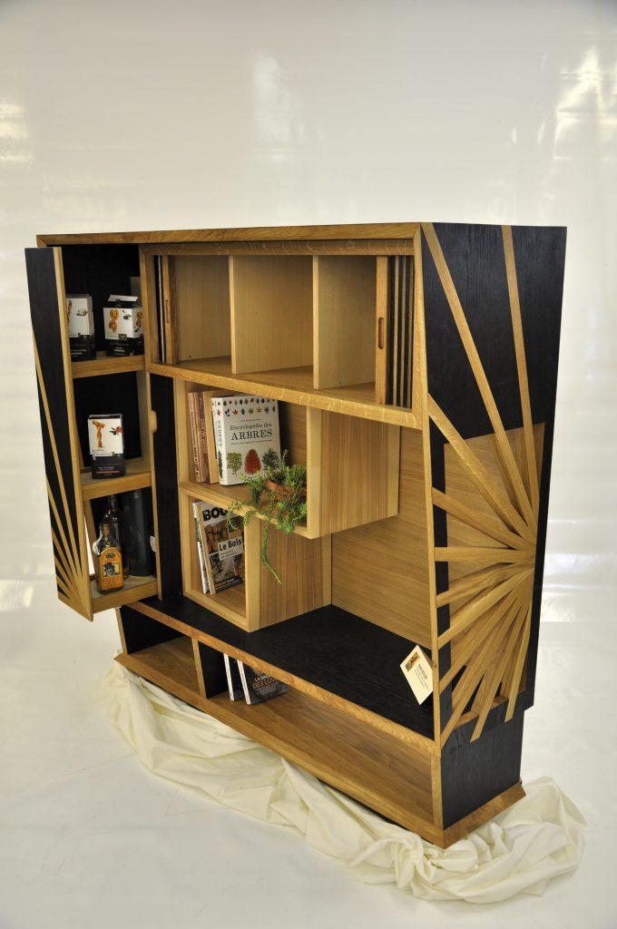 L'Apéro Philo meuble bar bibliothèque en chêne massif brulé et placage frêne.