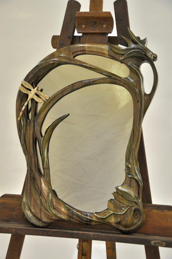 Sorgues Miroir art nouveau en noyer dim 620x400